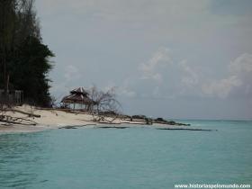 RED_013_Bamboo_Island_com_vestígios_do_último_tsunami