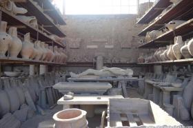 RED_008_Objetos_encontrados_e_corpo_mumificado