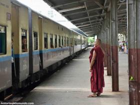 RED_010_Estação_de_trem_em_Mandalay